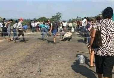Foto referencia del bloqueo de carretera en Yapacaní