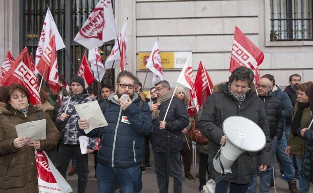 maestros-maria%20(1)-kaRH-U50917971173K7-624x385@Diario%20Montanes Protestas contra el enfoque de las oposiciones maestros cantabria