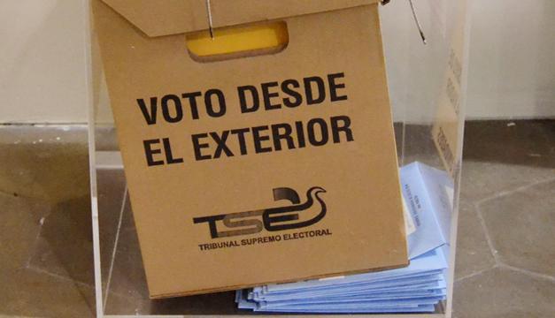 TSE: En este momento no hay voto desde el exterior