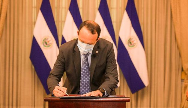 """Ex presidente Funes: hay """"gato encerrado"""" con nuevo ministro de seguridad"""
