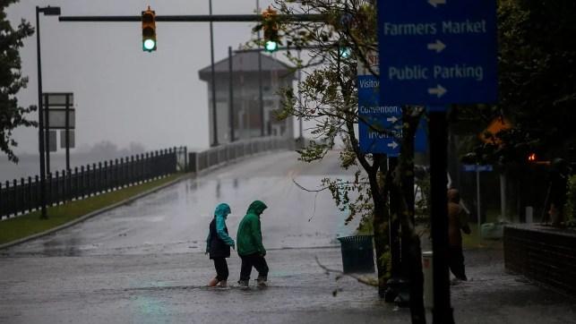 Hurricane Florence kills at least three people