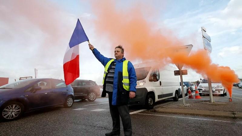 «جلیقه زرد» های فرانسه چه کسانی هستند و چرا اعتراض میکنند؟