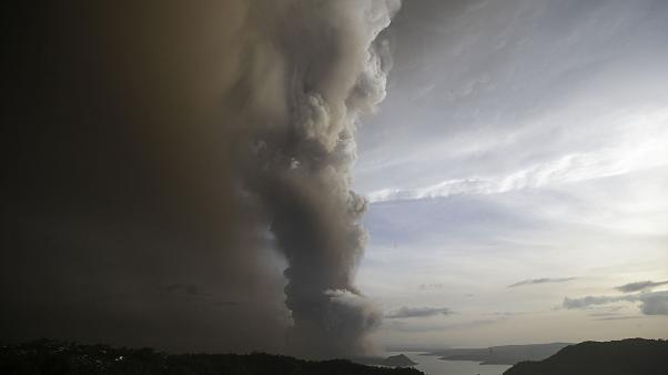 New ash cloud sparks fears of Taal volcano eruption