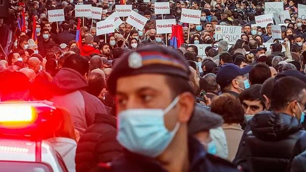 پلیس ارمنستان ۱۰ چهره سرشناس اپوزیسیون را بازداشت کرد