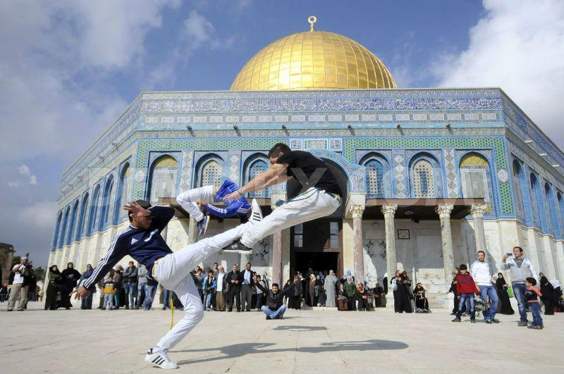 """Résultat de recherche d'images pour """"photos du drapeau d'Israël sur le mont du Temple"""""""