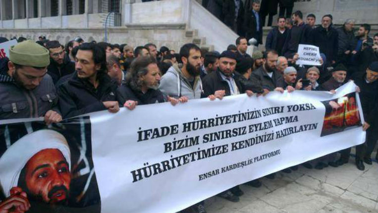 prière des musulmans turcs pour les frères Kouachi