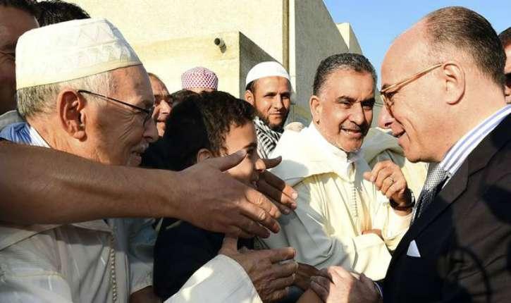https://i2.wp.com/static.europe-israel.org/wp-content/uploads/2017/02/bernard-cazeneuve-entoure-de-musulmans-le-4-octobre-2014-a-carpentras_5122696.jpg