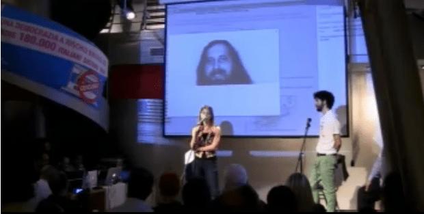 Stallman durante il collegamento con traduzione simultanea