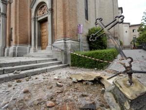 Terremoto in Emilia, nuove scosse e notte di pioggia per i tremila sfollati.