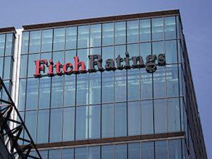 """Fitch abbassa il rating dell'Italia: """"Ha fallito sul debito e sconta instabilità politica"""""""