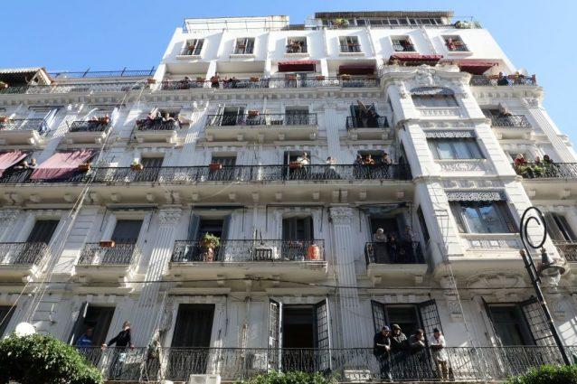 Calcolo delle distanze tra costruzioni in presenza di balconi o di elementi decorativi
