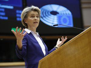 Vaccini, Ursula von der Leyen annuncia trattativa con Pfizer per 1,8 mld di dosi dal 2021 al 2023