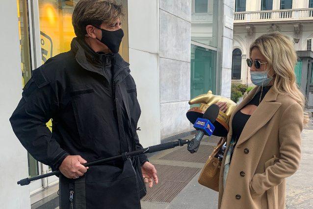 Diletta Leotta riceve il settimo Tapiro d'oro da Striscia la notizia per le foto con Ryan Friedkin