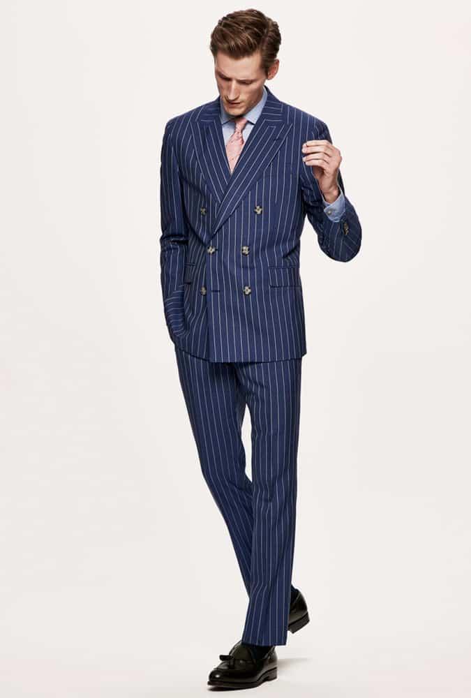 Comment porter un costume à rayures croisées avec une chemise et une cravate
