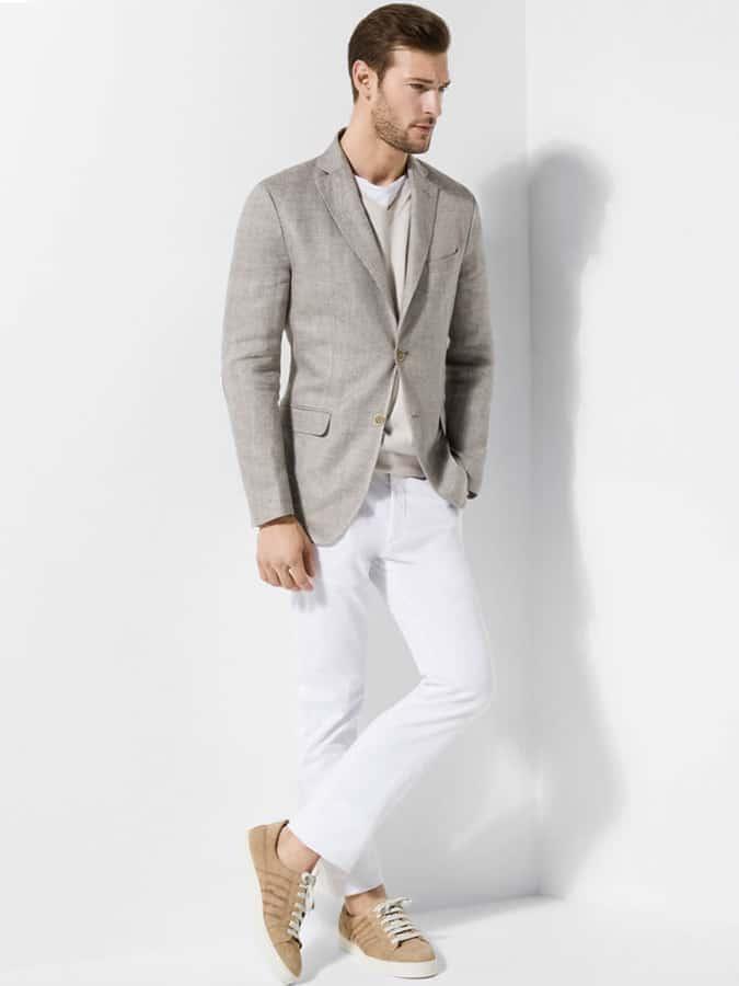 Comment les jeans blancs devraient être ajustés - Slim et avec une pause minimale