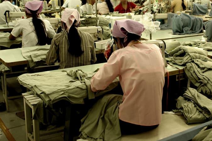 Travailleurs à l'usine de confection