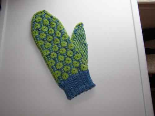 Estonian-inspired mitten #1, complete!