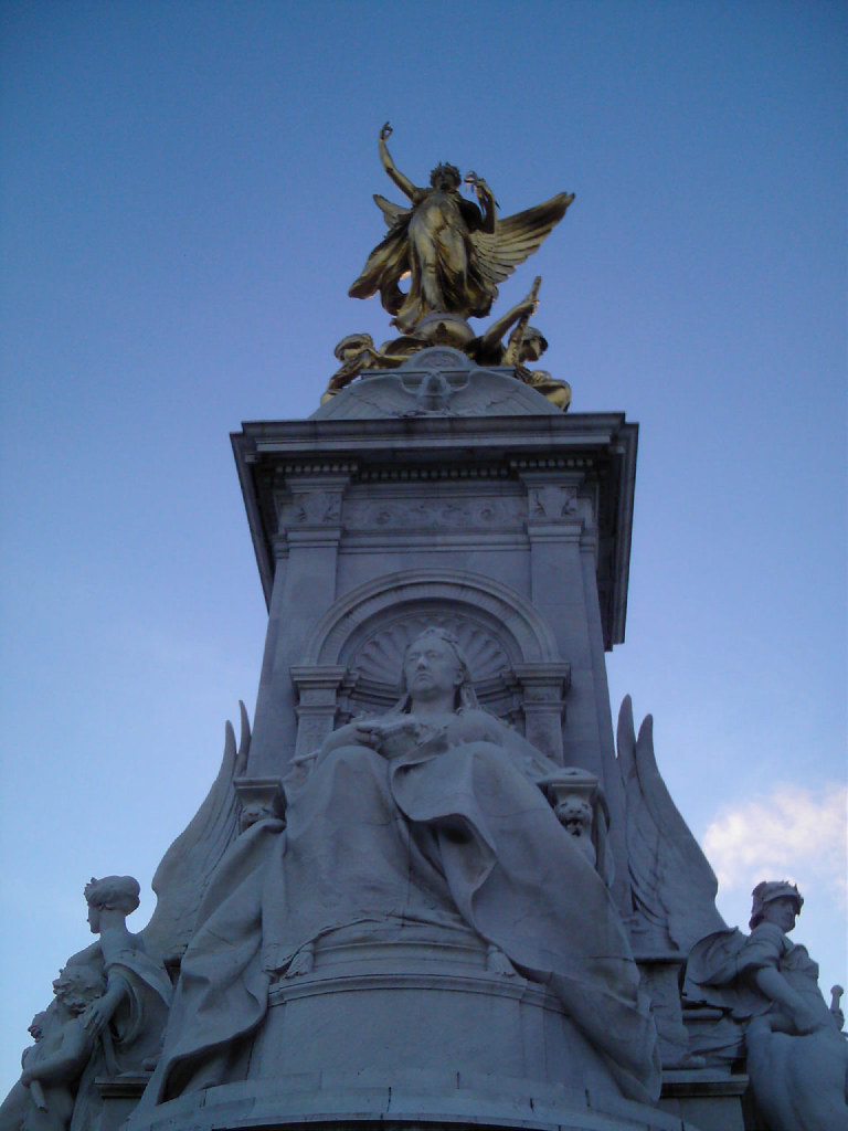 Queen Victoria Monument - Buckingham Palace