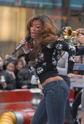 Beyoncé Denies Rumors of Jennifer Hudson Feud