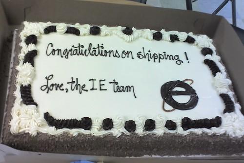 Microsoft sends a congratulation cake to Mozilla