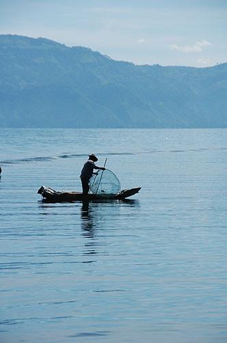 Lago Atitlan San Pedro - 05 Fisherman on Lake