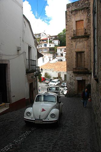 Taxco - 04 VW in climbing street
