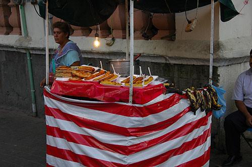 Guadaljara - 12 - Street vendor selling fried bananas