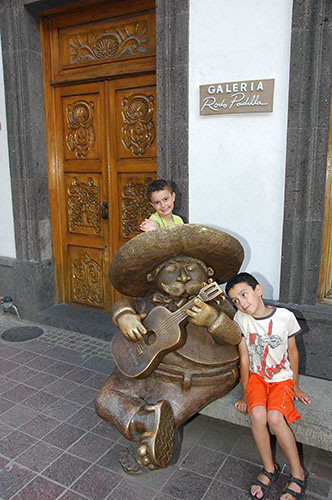 Guadaljara - 14 - Kids with Street Sculpture