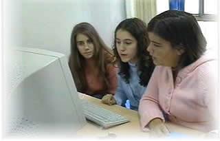 Alumnes a l'Ordinador