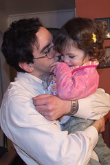 19/365: Daddy kisses are the best (by sarahmichelef)