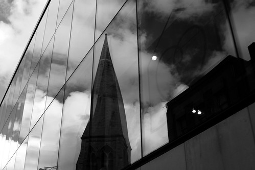 Reflection of Dublin (by rutty)