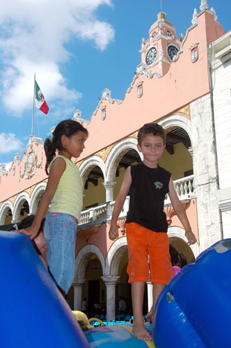 Merida - 02 - Playground in Plaza Grande