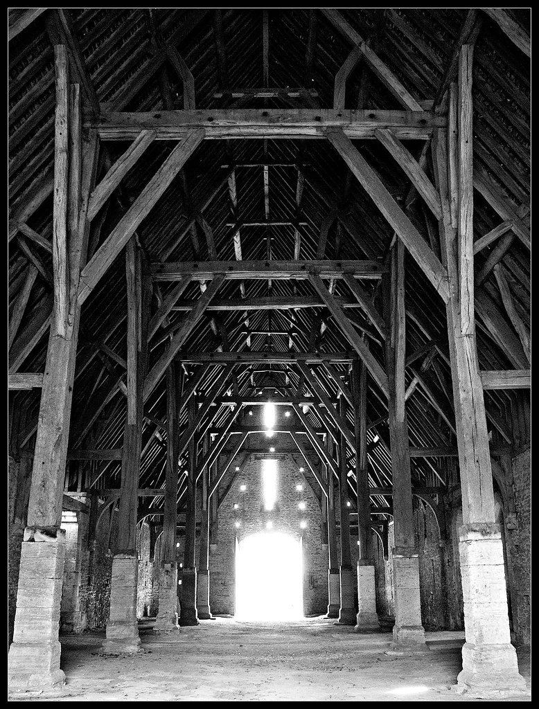 Great Coxwell tithe barn interior