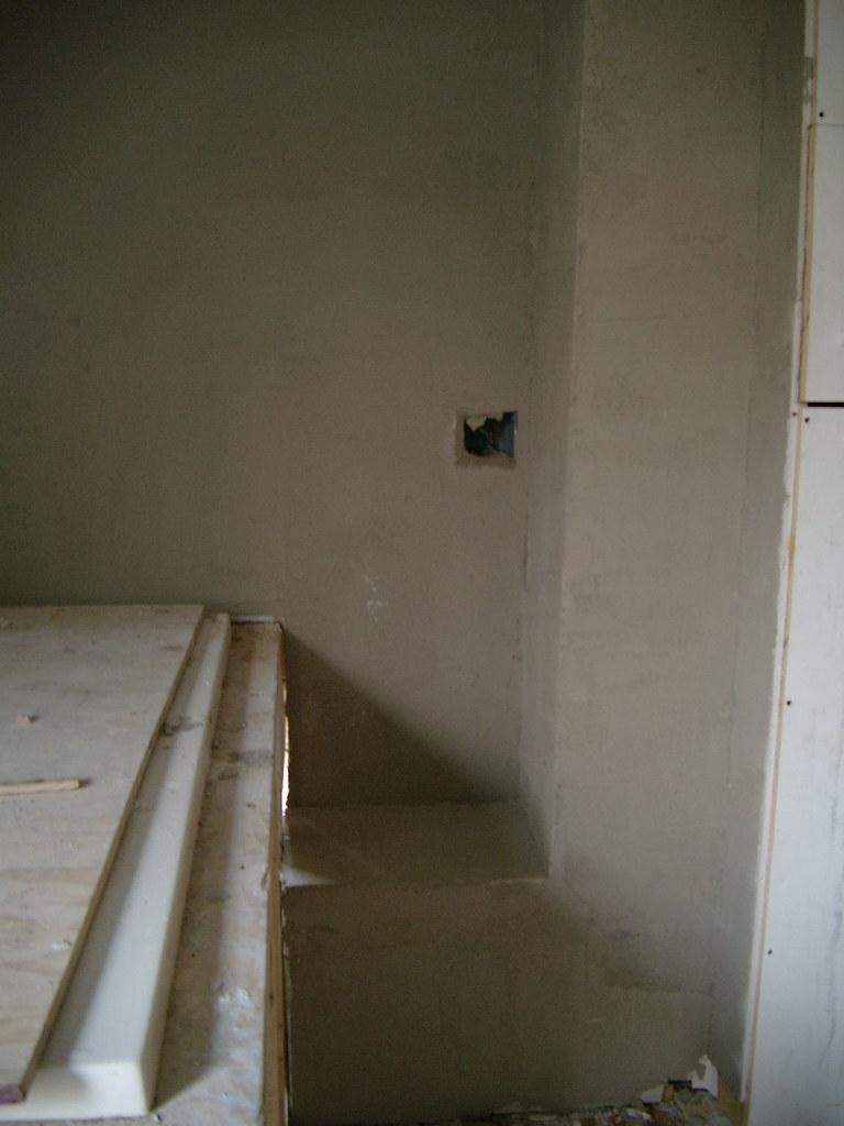 DownstairsBathroomLedgeAndChasePlaster