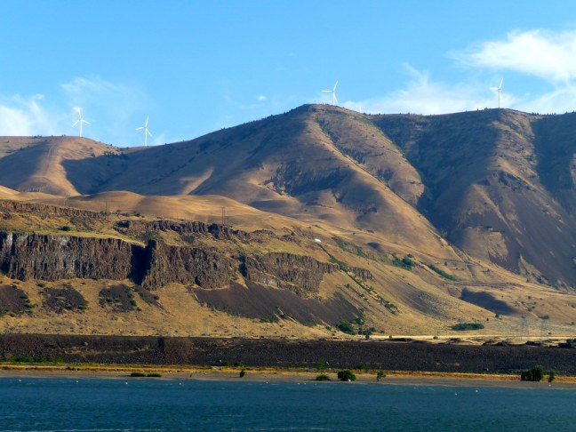 Boondocking along shores of Columbia River