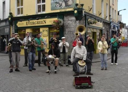 Música en la calle de Cork