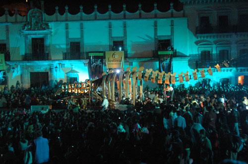 Zacatecas 7 - generik vapeur - 15 - Whale back in Plaza de Armas