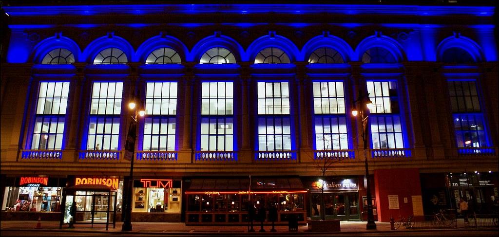 Philadelphia blue | Sony A100 | 1/20 s | f/3.5 | ISO 400 | 18-70 @ 18 mm