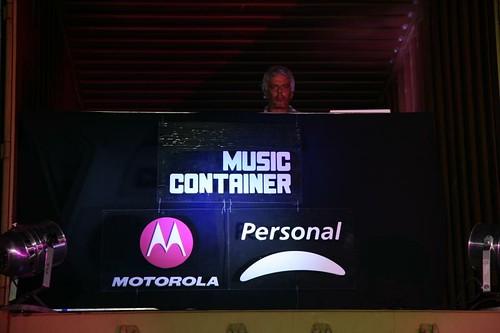 Motorola - Personal - Lanzamiento Disco U2 - Boby Flores tocando