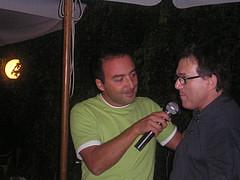 Martino Baldi porge il microfono a Gianfranco Fabbri
