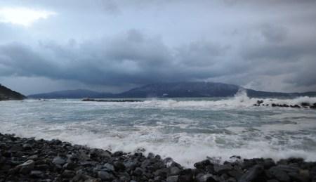 日本海冬景色、波の音が大きすぎてビビった。撮影には勇気も必要。