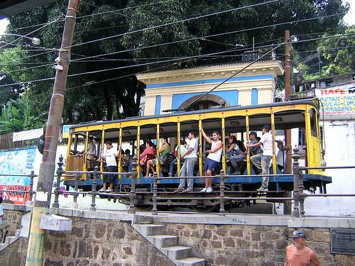 El bondinho pasa por Largo de Guimaraes