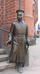 Su  Estatua  en  Köpenick . . .