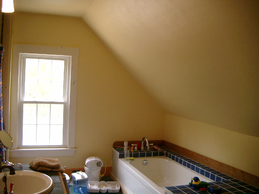 UpstairsBathroomPaintSecondCoat