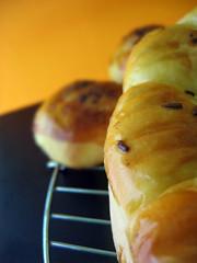 Roti Sobek & Roti isi Abon Cakalang. Anget-anget di atas rak. Yummm... :)