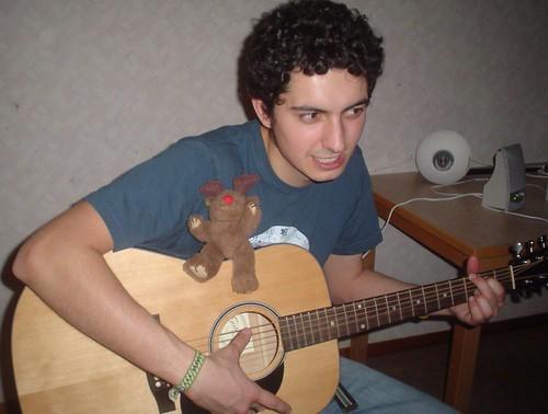 Yo tocando la guitarra con kron