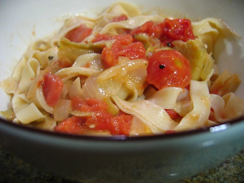 Pasta with tomato artichoke