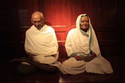 A statue of Ghandi and his wife