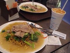 thai tea, fried noodle