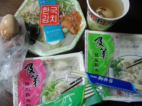 茶葉蛋, 關東煮, 韓國泡菜涼麵, �菜和豬肉水餃